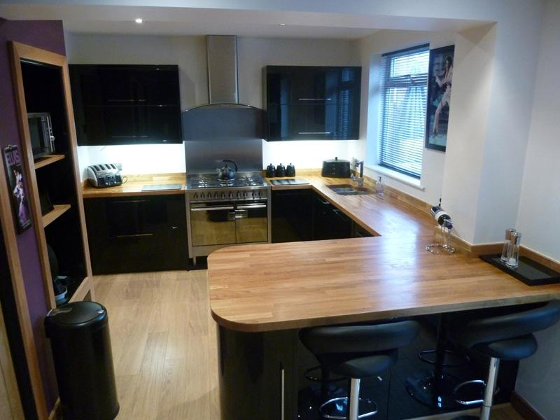 Joinery fitted kitchens newcastle upon tyne jpc joinery for Black glass kitchen units